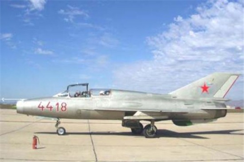 67_MiG21U_N315RF_e.jpg