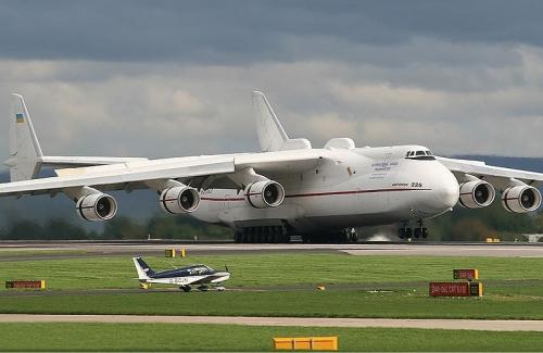 800px-Antonov_An-225_Manchester_Coleman-2.jpg